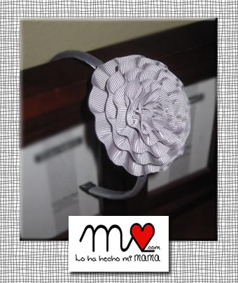 diadema flor gris